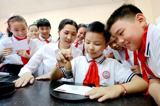 """江西峡江邮政分公司举行""""邮政开放日""""活动 邀请小学生参观体验"""